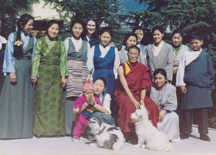 Applique master Dorjee Wangdu and his apprentices in Dharamsala in 1993. Leslie Rinchen-Wongmo is the tall one in the back row, the only Westerner and the oldest student in a class of Tibetans.